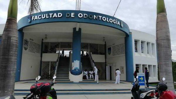 Porros de la UABJO dedicados a la supuesta venta de calificaciones, amenazaron de muerte a catedráticos, denuncia director de Odontología