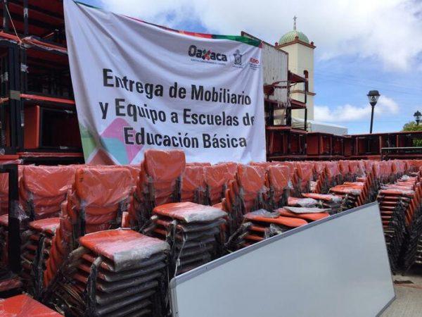 Gobierno del Estado entrega mobiliario y equipo, para 137 escuelas de 29 municipios de la región Cañada