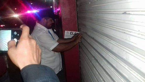 Policía Estatal clausura bares, propietarios se inconforman