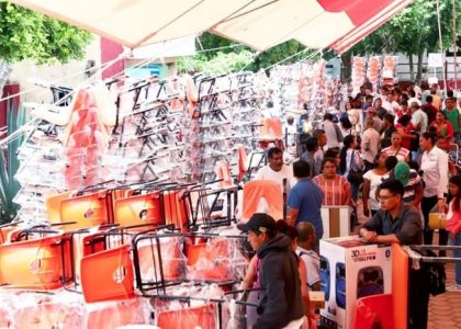 Autoridades municipales y escolares de la Mixteca agradecen al IEEPO apoyo de mobiliario y equipo
