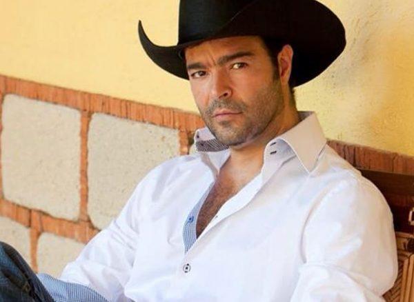 INE multa a Morena por omitir pago al cantante Pablo Montero