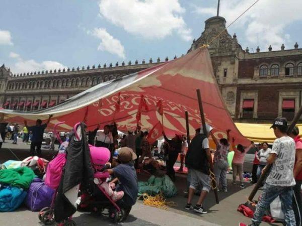Instalan campesinos plantón frente a Palacio Nacional