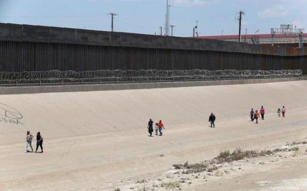 Corte Suprema de EU permite al Pentágono usar fondos para muro