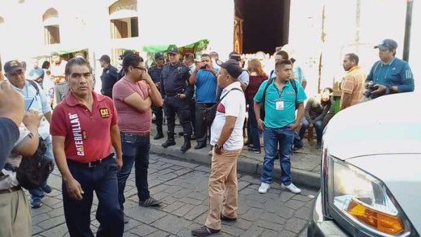 Impiden ambulantes retiro de de puesto en centro histórico de Oaxaca