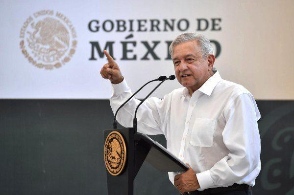 No habrá recortes, ni reducción de sueldos en Salud: López Obrador