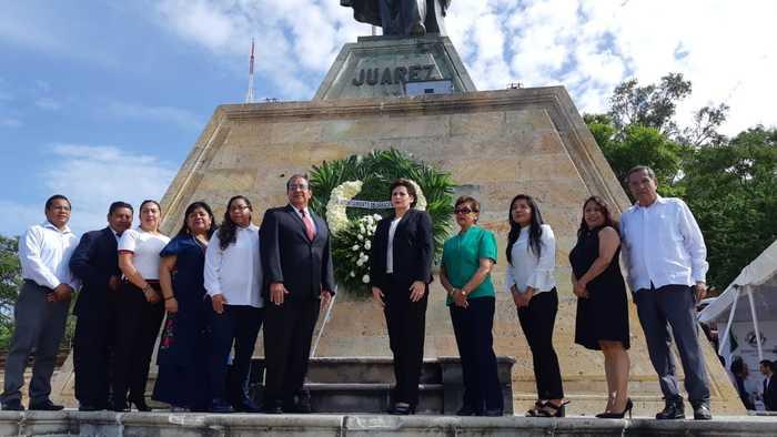 Regidores del Ayuntamiento de Oaxaca, realizan ceremonia por aniversario luctuoso de Benito Juárez