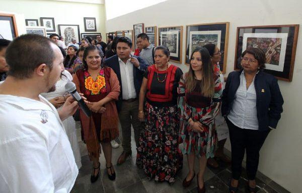 Inauguran en el Congreso de Oaxaca, muestra artesanal y exposición pictórica