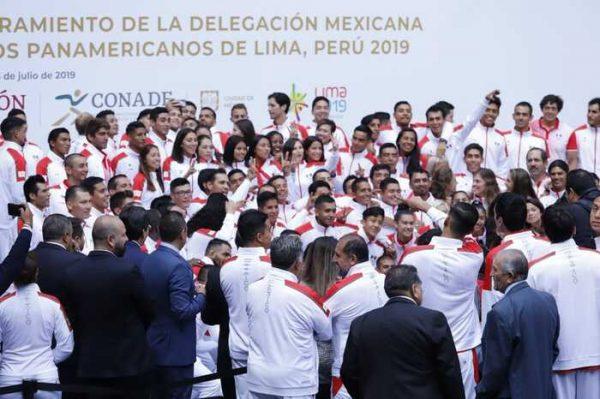 López Obrador abandera a deportistas que irán a Lima 2019