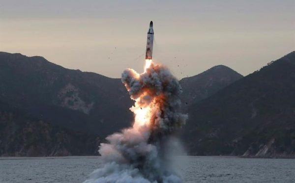 """Norcorea lanza """"varios proyectiles no identificados"""""""
