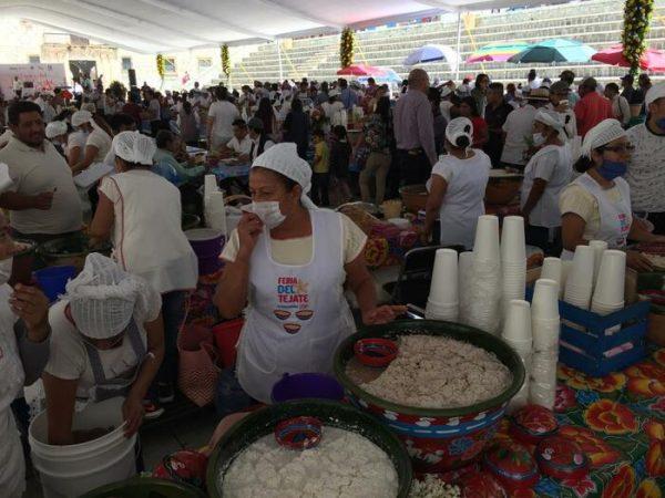 Inauguran 14va Feria del Tamal y del Tejate en la plaza de la danza