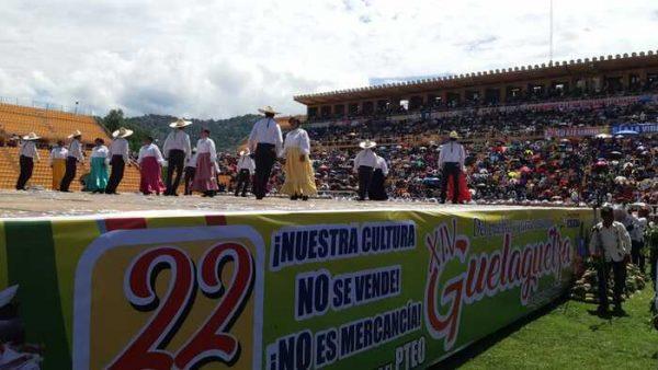 Sección 22 realiza décima cuarta Guelaguetza Magisterial y Popular