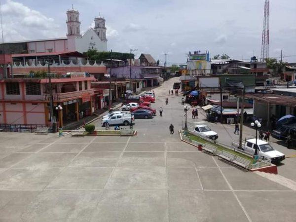 Para mejorar ordenamiento vial en Jalapa, reubican ambulantes en el mercado municipal