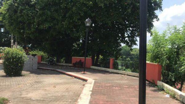 Vecinos exigen a Dávila iluminación en mirador del muro boulevard