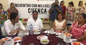 Mujeres piden a Cacho Cué, que gestione para ellas