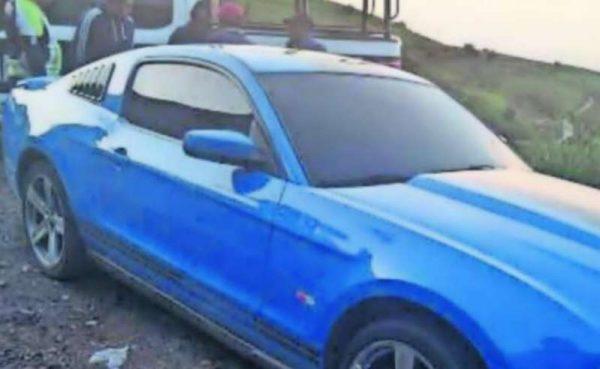 Hallan cadáver dentro de un Mustang abandonado en Edomex