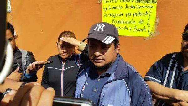 Padres de familia expulsan a maestros de la S.22 en Oaxaca