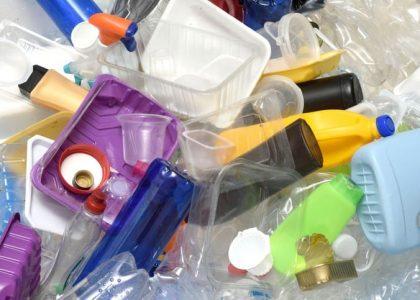 Busca Medio ambiente, impartir charlas para reducir uso de plástico, pet y unicel