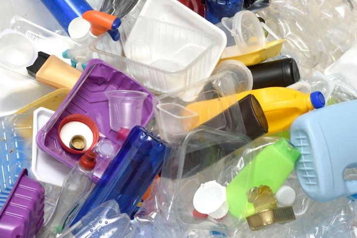 """Ley de prohibición de plásticos """"fue pensado con la rodilla y afecta a los más jodidos"""": comerciante"""