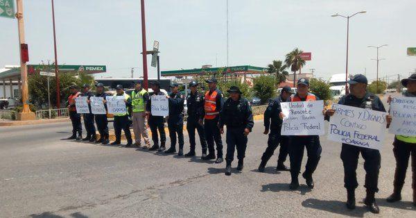 Policías de Juchitán se suman a protesta de policías federales