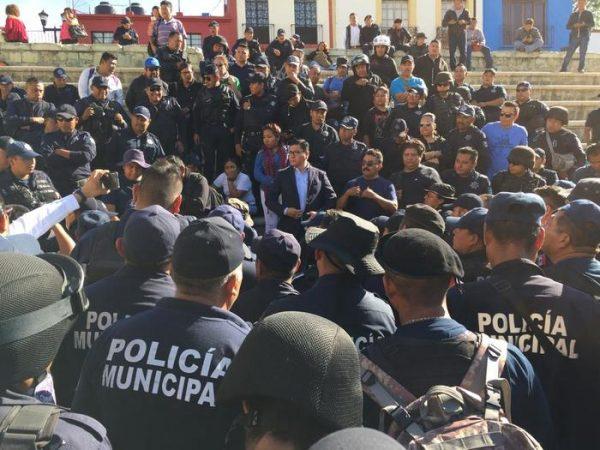 Policías municipales de Oaxaca, en descontento ante opacidad del manejo de recursos federales