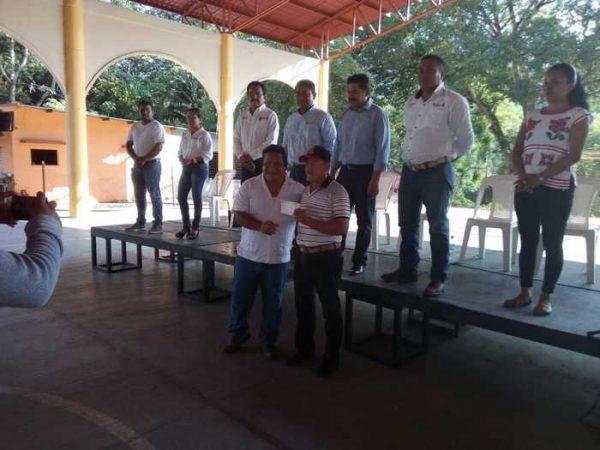 Entrega Sedapa apoyo a productores de Chiltepec