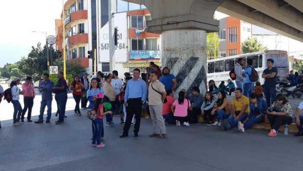 Con unidades retenidas, STEUBJO bloquea crucero en Oaxaca