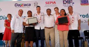 Entrega el IEEPO apoyos a 32 escuelas de la Costa y beneficia a más de 3 mil 800 estudiantes