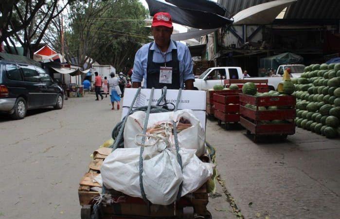 Inicia Ayuntamiento capitalino regularización  de estibadores en la Central de Abasto