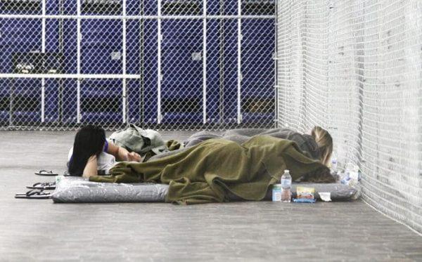 EU anuncia norma para detener a familias migrantes por más tiempo