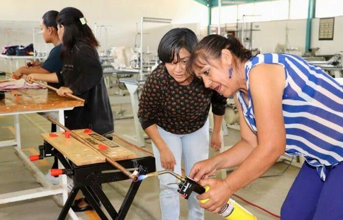 """Alrededor de 120 mujeres del estado, beneficiadas con programa """"rompiendo estereotipos"""""""