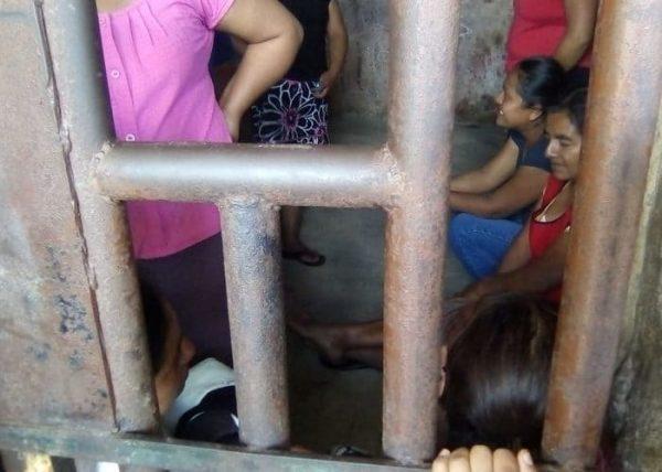 Oaxaca: detienen a siete mujeres por negarse a prestar trastes de cocina comunitaria para una fiesta