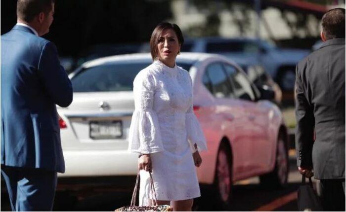 """""""Aquí estoy, vengo a dar la cara"""", dice Rosario Robles al llegar a comparecencia"""