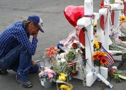 Esposo de víctima en El Paso invita a funeral; no tiene familia