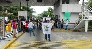 Organización 23 de octubre bloquea caseta del puente Caracol