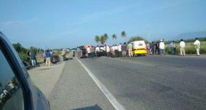 Asamblea de pueblo de San Dionisio del Mar, bloquean carretera federal 190