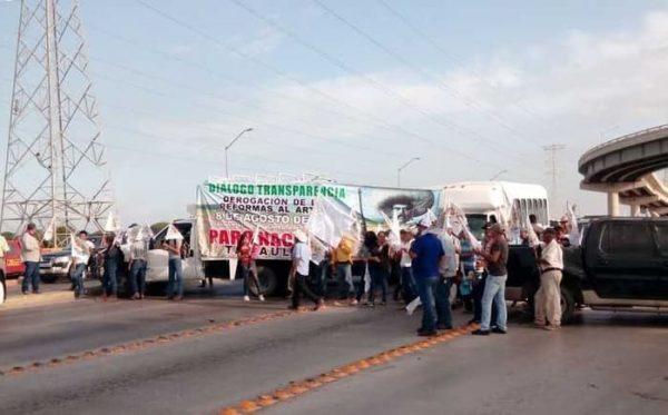 Campesinos realizan bloqueos carreteros en diversos puntos del país