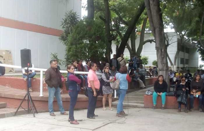 Catedráticos de la UABJO exigen justicia, luego de agresiones a unos de sus compañeros