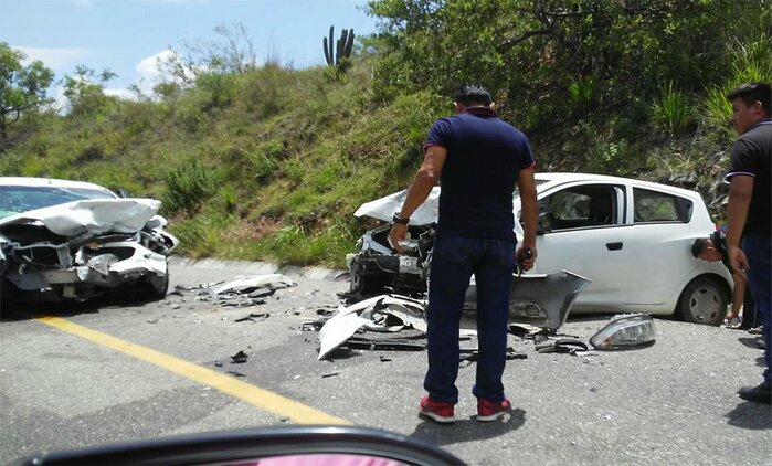 Accidente vehicular en la carretera de Miahuatlán