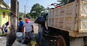 Llevan a cabo descacharrización en la cabecera municipal de Chiltepec