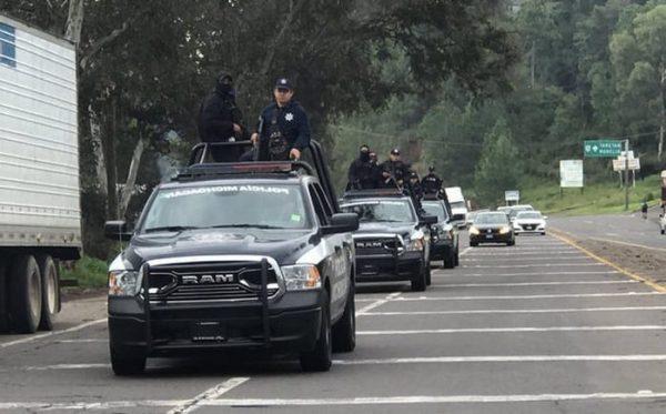 Llegan 120 policías estatales a Uruapan, tras hallazgo de 19 cuerpos