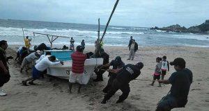 Rescatan a tripulantes de embarcación desaparecida en costa de Oaxaca