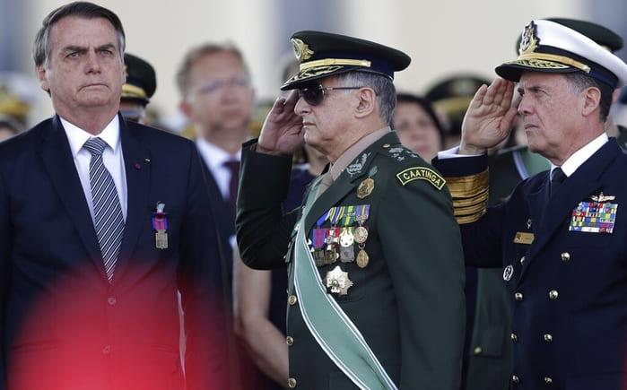 Bolsonaro ordena a fuerzas armadas combatir incendios en Amazonas