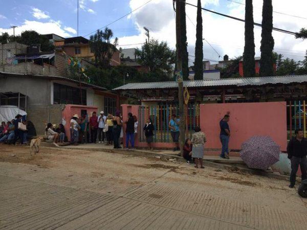 Maestros adheridos a la Sección 22, intentaron apoderarse de un jardín de niños en Oaxaca