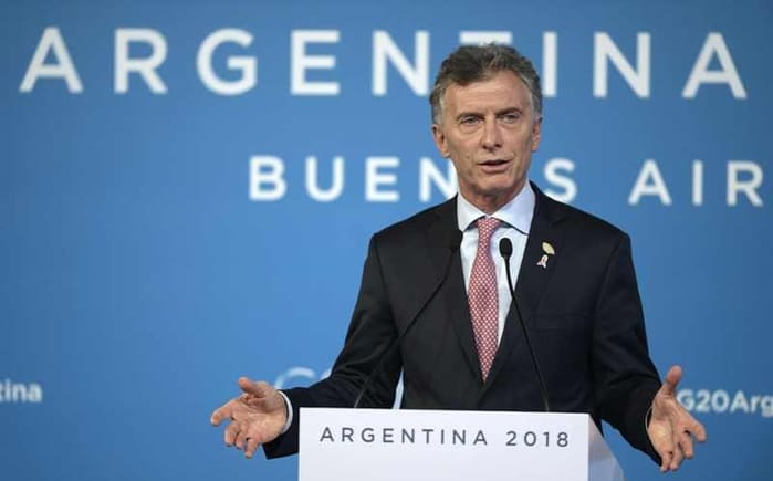 Bolsa argentina cae 37% y peso se hunde tras derrota de Mauricio Macri