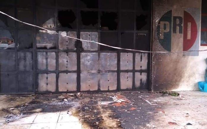 Prenden fuego a oficinas del PRI en Chamula, Chiapas