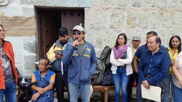 Cumplen 48 horas de plantón talleristas de la Casa de la Cultura en Oaxaca