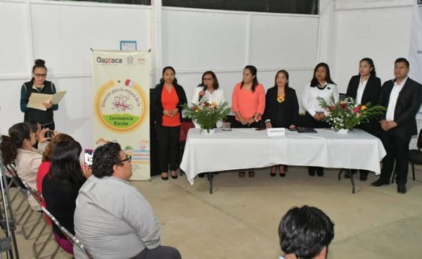 Fortalece IEEPO convivencia escolar con capacitación a madres, padres de familia y personal educativo