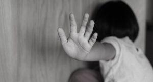Cambios emocionales en los hijos, indicador de que pueden ser víctimas de abuso sexual