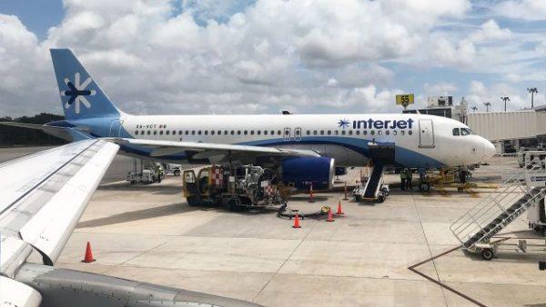 Interjet retira a colaboradoras de vuelo tras disculpas públicas