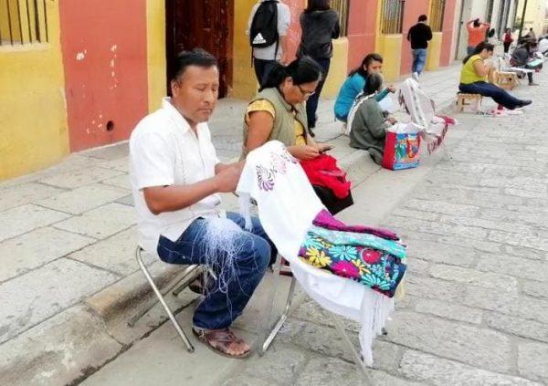 Artesanos oaxaqueños protestan en exigencia de reconocimiento
